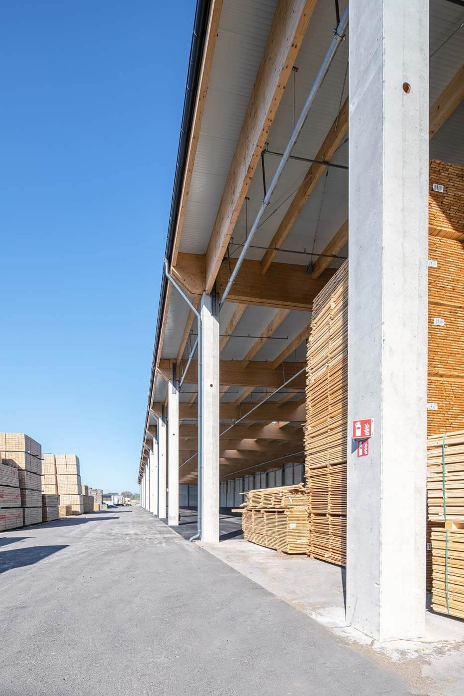 VM Holz Halle aussen vertikal